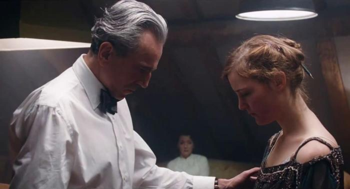 Phantom Thread DDL Vicky Krieps.jpg