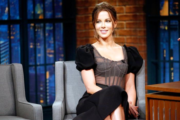 kate-beckinsale-schools-troll.jpg