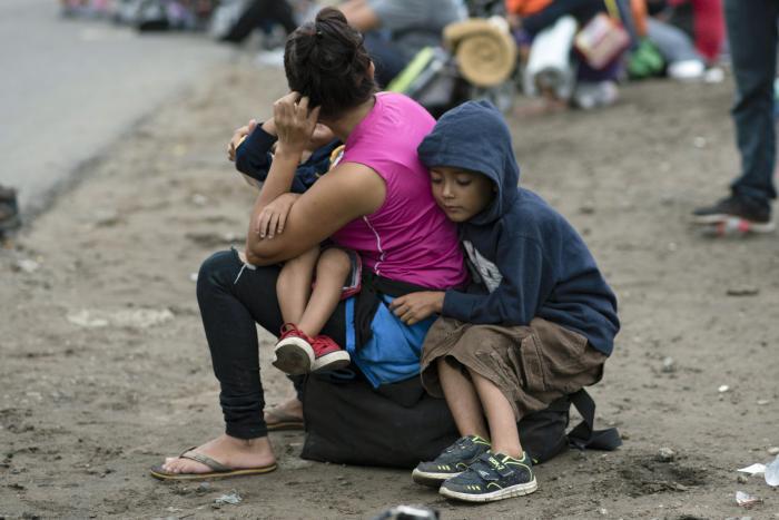 migrant-caravan-family.jpg