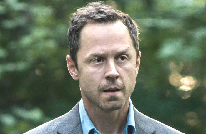 68ec39a87 Review   Sneaky Pete  Season 3 Contains Ricky Jay s Last Jolt of Magic