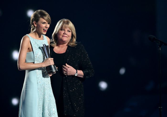 Taylor Swift Reveals Her Mom, Andrea, Has A Brain Tumor
