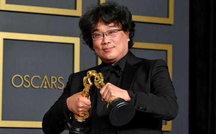 Bong-Joon-Ho-Oscars-kiss-1205183881.jpg