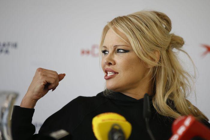 Pamela-Anderson-1127745607.jpg