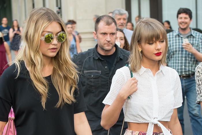 Taylor-Swift-Sidewalk-475191290.jpg