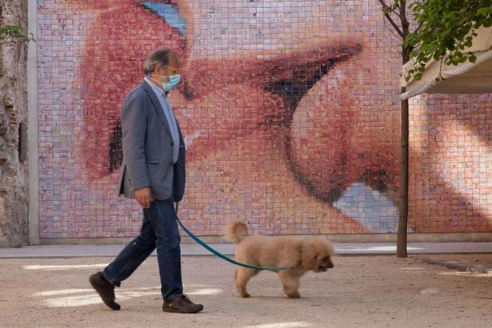 Lockdown kiss mural Getty.jpg