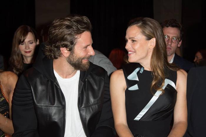 Jennifer Garner Bradley Cooper Getty.jpg