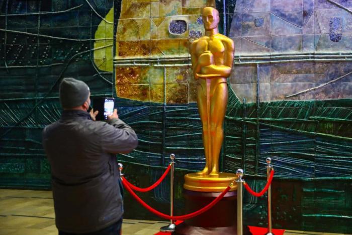 Oscars Statue Getty 1.jpg