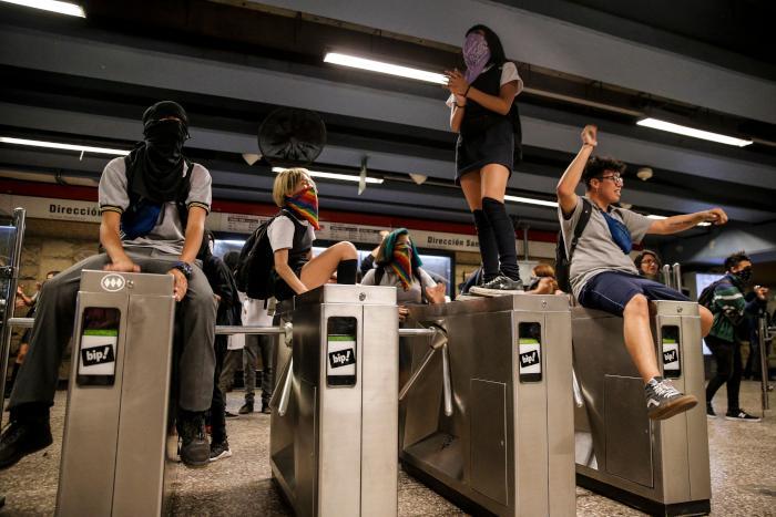 Chilean_Protests_2019_school_students_jump_subway_turnstiles_Santiago.jpeg
