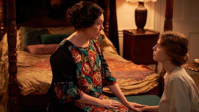Mothering-Sunday-Olivia-Colman.jpeg